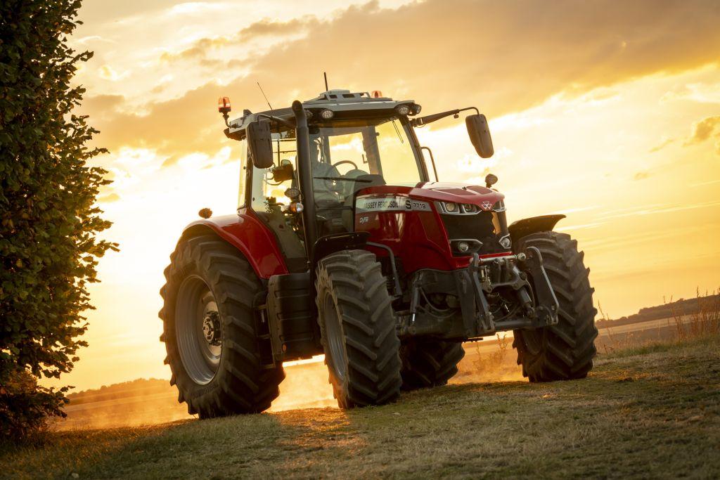 Die MF Global Series Traktoren der Baureihen MF 4700, MF 5700 und MF 6700 trumpfen mit einer Vielzahl an neuen Ausstattungsmerkmalen auf.